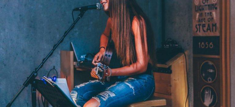5 Aplikasi Cover Lagu Untuk Dukung Hobi Menyanyi Anda